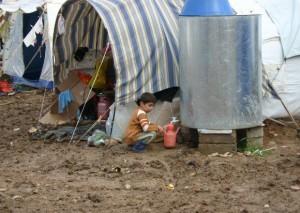 Das Flüchtlingslager Domiz im Nordirak verwandelt sich im Regen in ein großes Matschloch. Die Zelte versinken im Dreck.