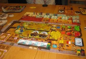 Spielbrett von Dungeon Petz mit Kuschelmonstern und Kobolden
