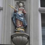 barocke Madonna mit goldenem Zepter