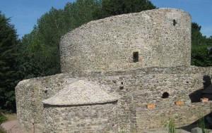 Die Ruine der Rundkirche von außen