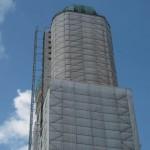 Die Türme der Frauenkirche, der vordere Turm iost vollkommen eingerüstet