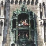 Die Figuren des Glockenspiels am Rathaus in München