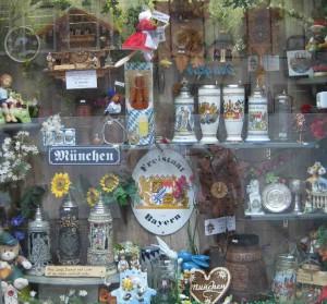 Schaufenster eines Souvenirladens