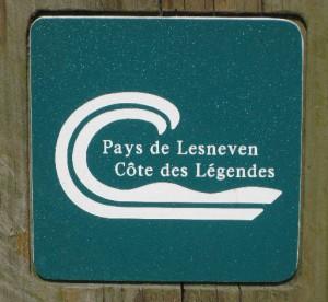Hinweisschild für Wanderer mit der Aufschrift Pays de Lesneven, Côte des légendes