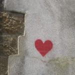 Rotes Herz auf weißem Hintergrund