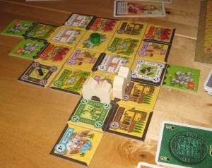 Ausgelegte Alhambra-Karten in der Spielmitte