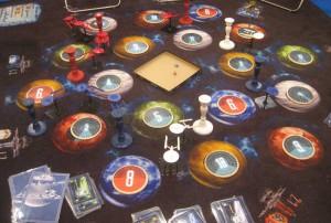 Star Treck Catan als übergroße Variante mit Spielteppich und großen Raumstationen und Raumschiffen