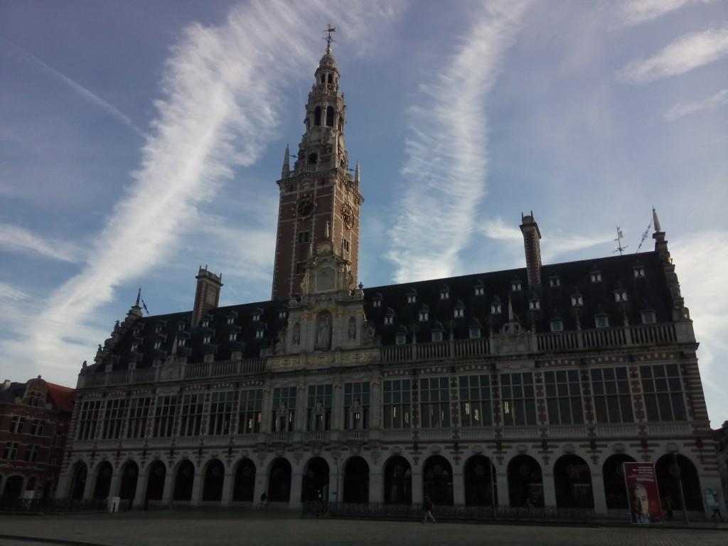 Die Fassade der Unibibliothek in Leuven