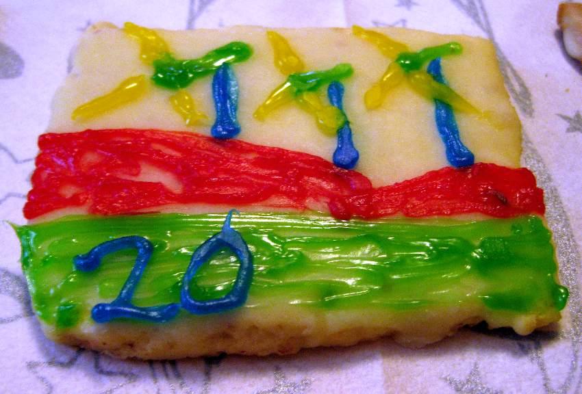 Adventskalender-Keks mit der Nummer 20 und drei Windrädern