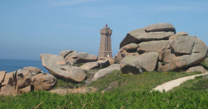 Leuchtturm an der bretonischen côte de granit rose
