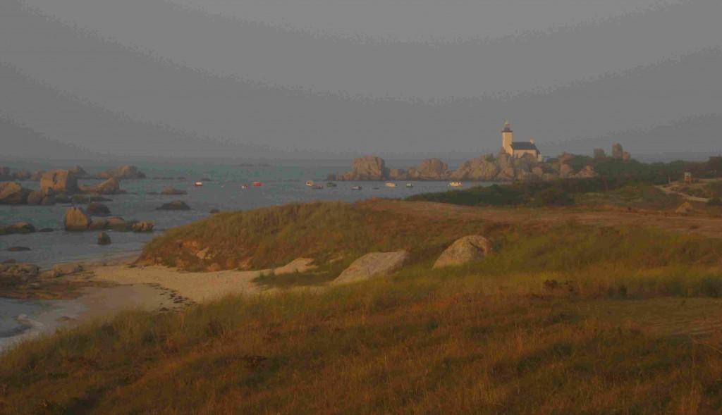 Der Leuchtturm Pontusval in Brignogan im Nord-Finistère in der Bretagneleuchtturm-pontusval