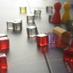 Naufnahme der Seuchenwürfel mit Spielfigur und Forschungszentrum