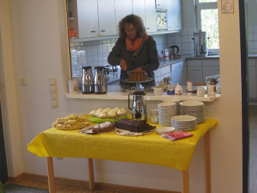 Kaffe- und Kuchentheke (mmit meinem Bananenkuchen)