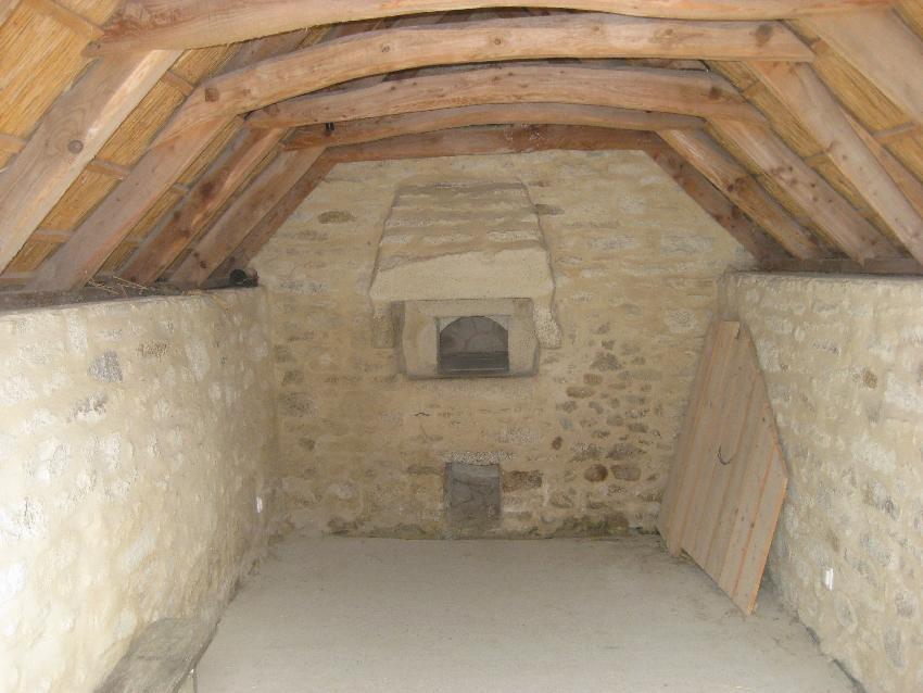 Backhaus mit Holzdach von innen