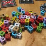 Würfelberg mit vielen bunten Würfeln aus Roll for the galaxy