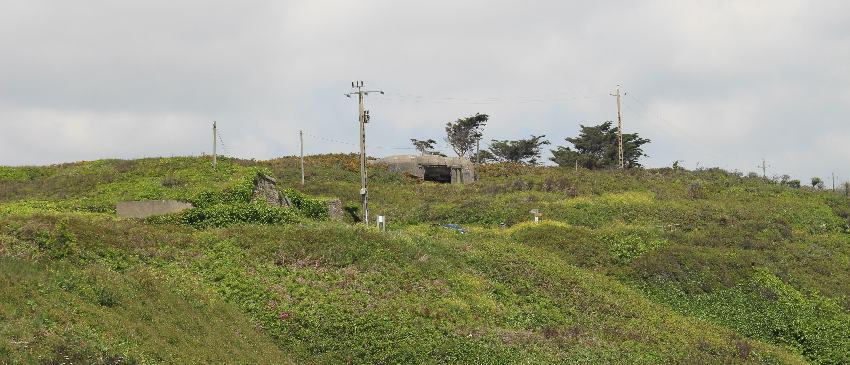 Deutscher Bunker in einen Hügel eingegraben
