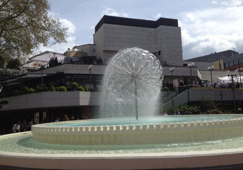 Springbrunnen in Form einer Pusteblume