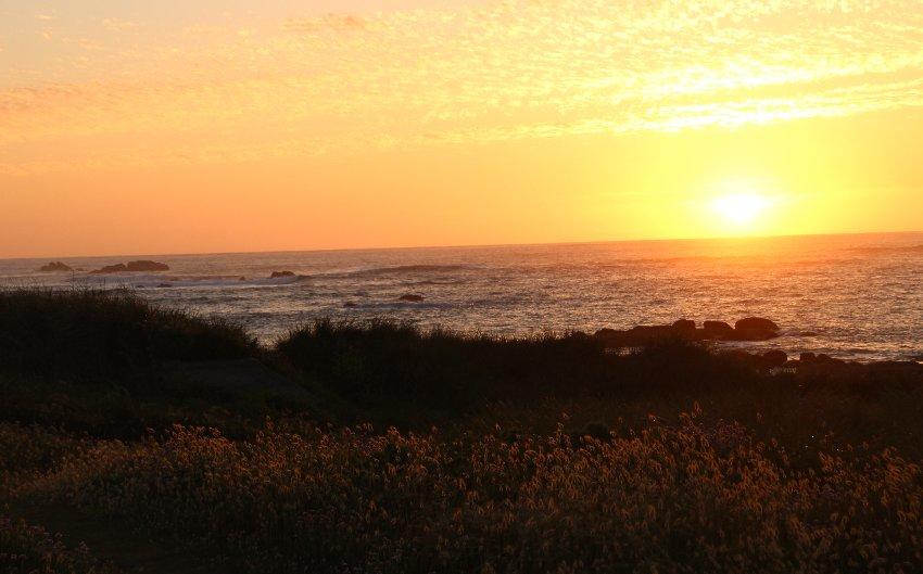 Sonnenuntergang an der Küste bei Kerlouan im Nordfinistère