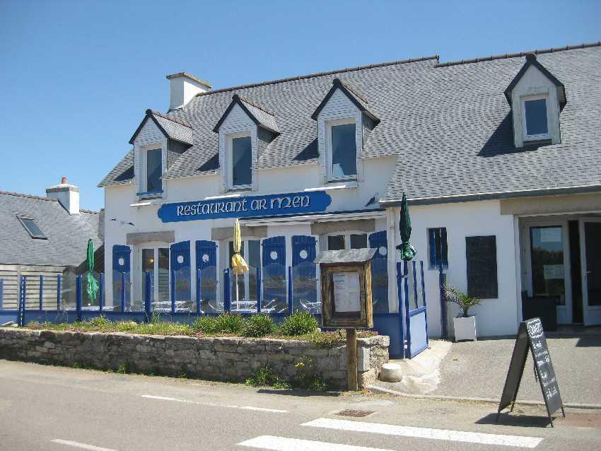 Blick auf die Terasse des Restaurants Ar Men in Penhors bei Pouldreuzic