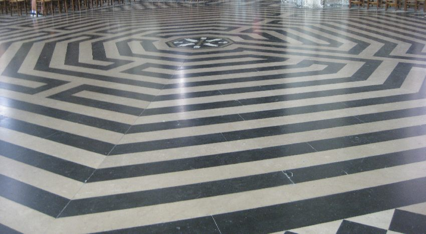 Labyrinth auf dem Boden der Kathedrale in Amiens