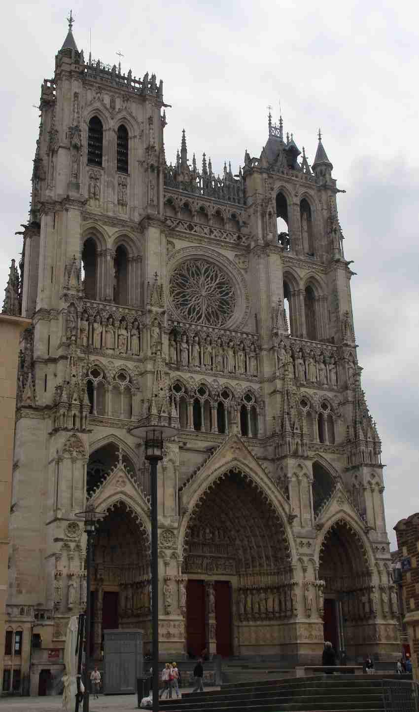 Kathedrale von Amiens von außen - Portal und Türme