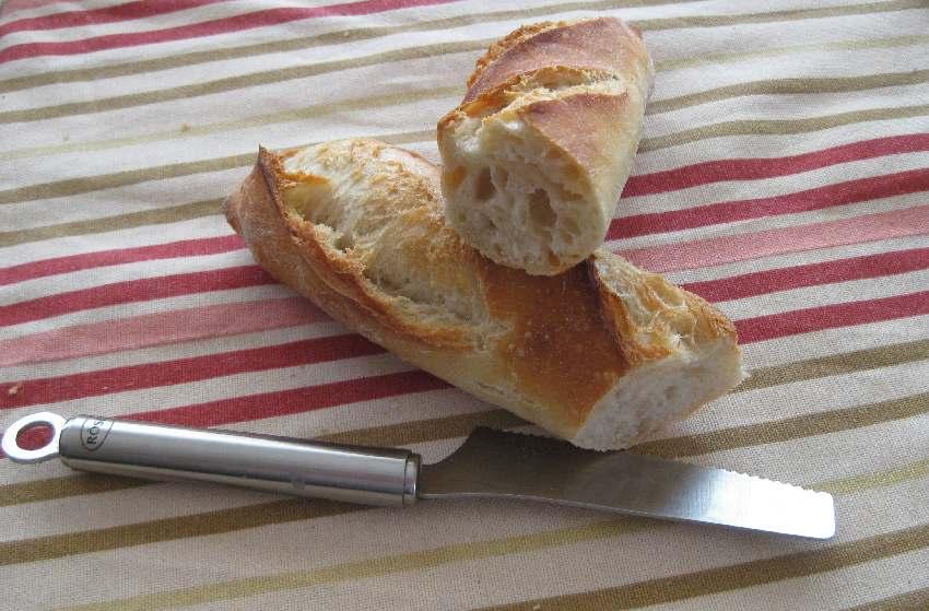 Aufgeschnittenes Baguette