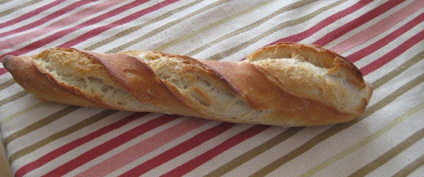 Baguette auf dem Esstisch