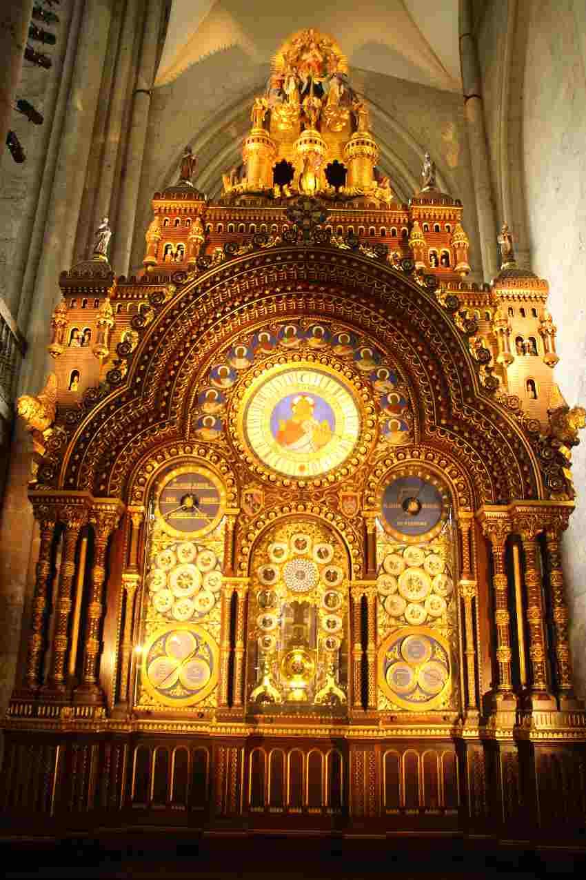 astronmische Uhr aus den 60er Jahren des 19. Jahrhunderts in der Kathedrale von Beauvais