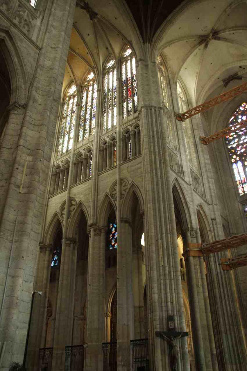 Teil des sehr hohen Chorgewölbes der Kathedrale von Beauvais