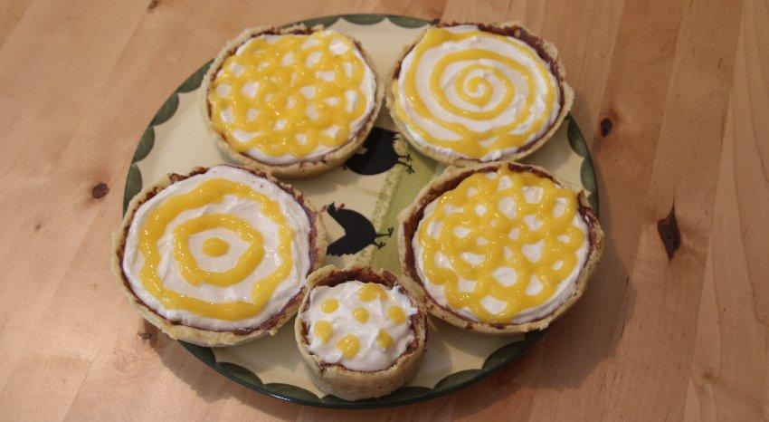 5 kleine Mango-Quark-Tartes