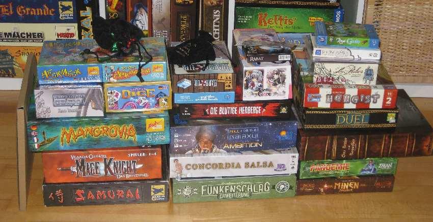 Stapel der neu erworbenen Spiele bei der Spiel '15 in Essen