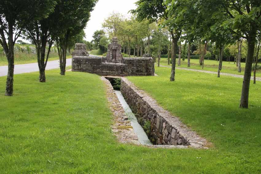 Brunnenanlage von Saint Jaoua in Plouviern im Nord-Finistère