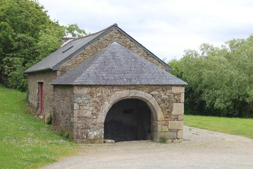 Brunnenhaus der Kapelle Saint Jean Balanant in Plouvien in der Bretagne
