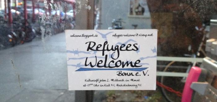 Hinweisschild auf den Refugees Welcome e.V. Bonn