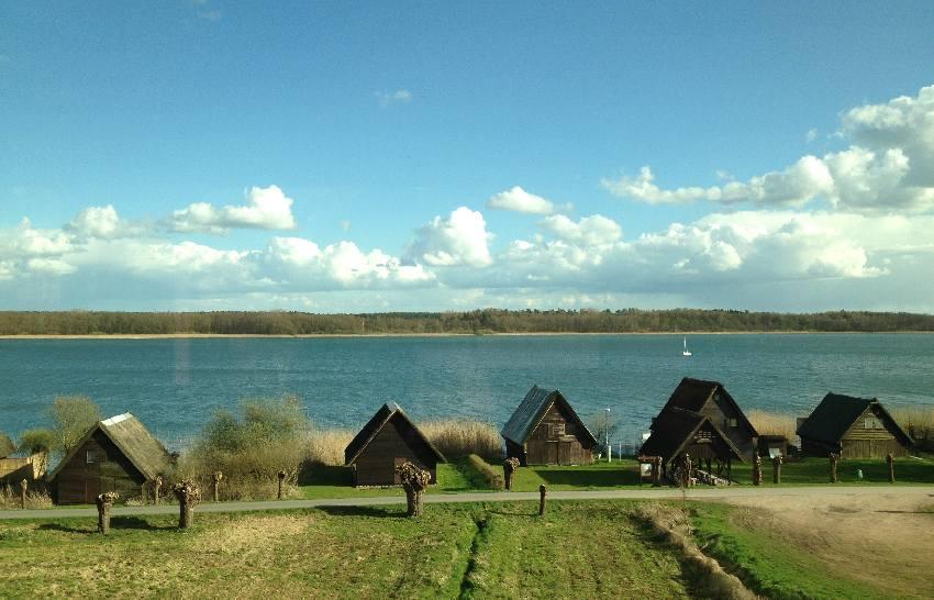 Feriensiedlung an einem See in der Nähe von Bad Kleinen