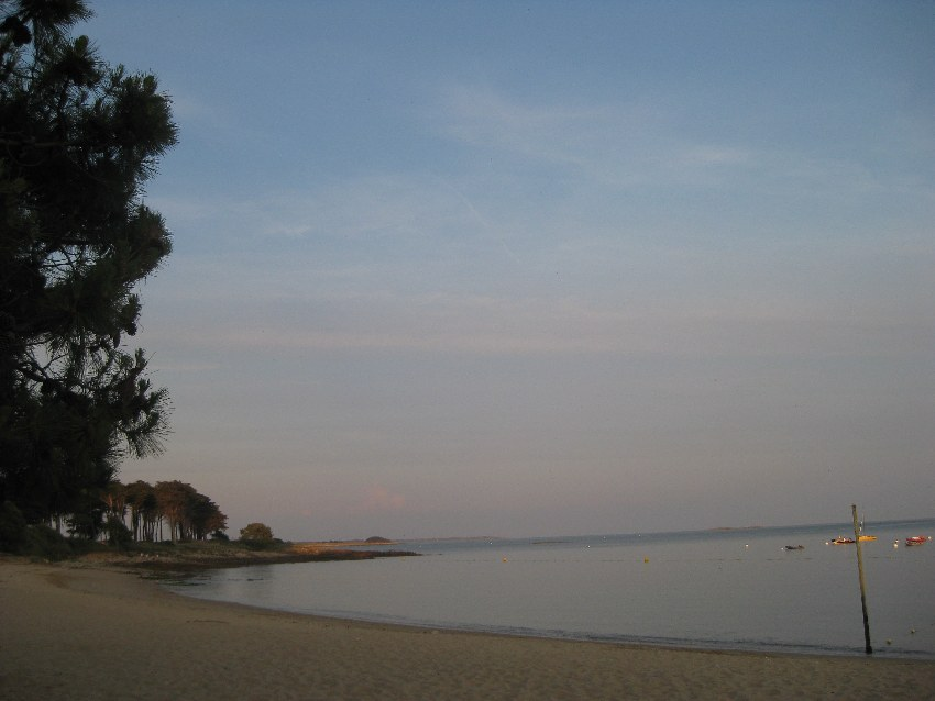 Sandstrand von Saint-Philibert am Abend