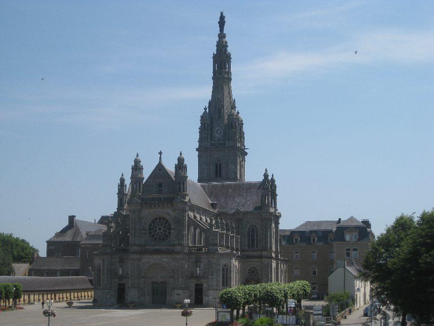 Wallfahrtskirche von Sainte-Anne-d'Auray im Süden der Bretagne