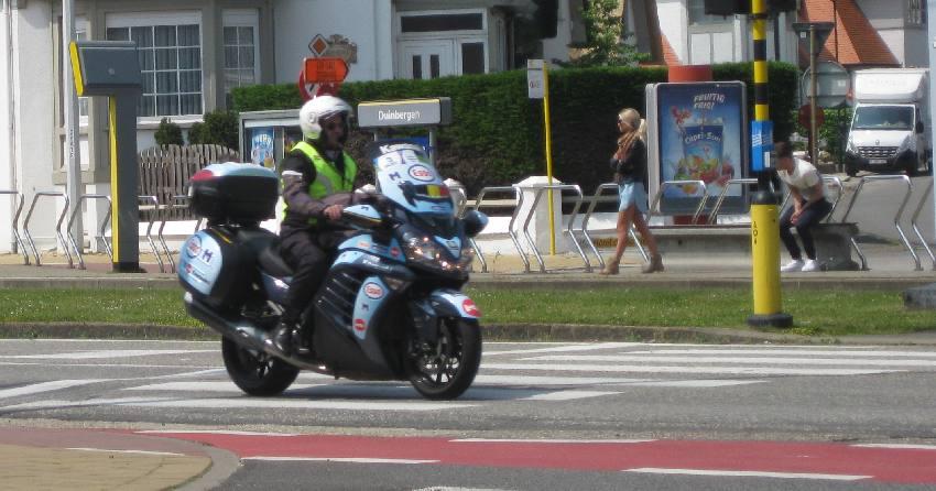 Begleitmotorrad beim Radrennen in Belgien