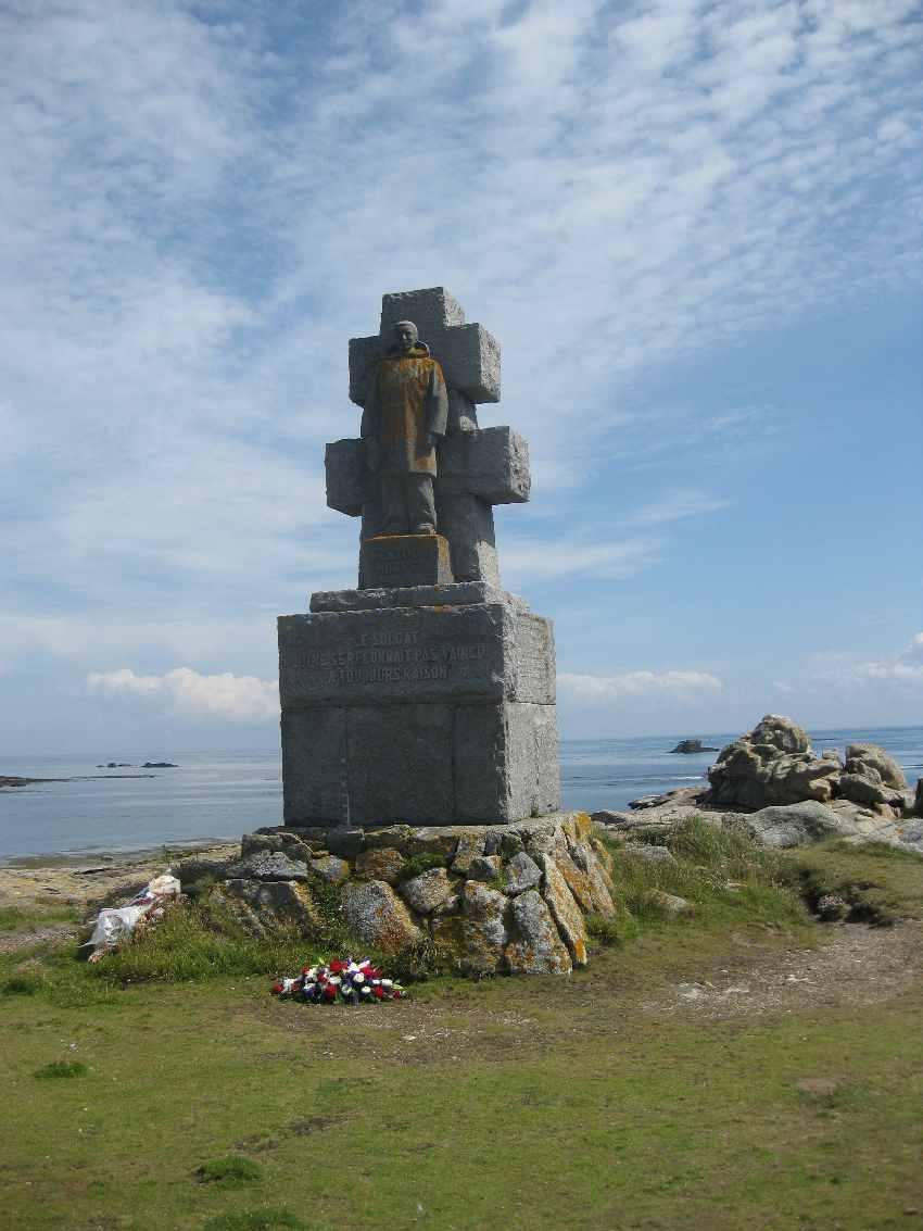 ile-de-sein-kriegerdenkmal