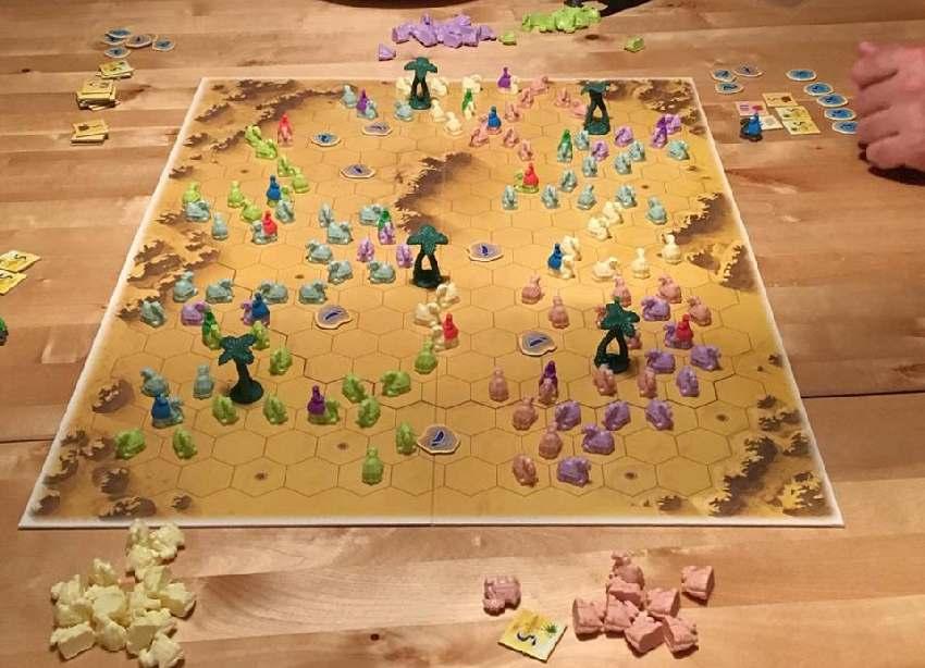 Spielplan von Durch die Wüste mit mehreren Karawanen bei einem Vier-Spieler-Spiel