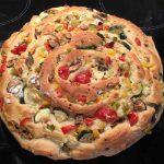 vegetarisches Pinwheel mit Gemüsefüllung