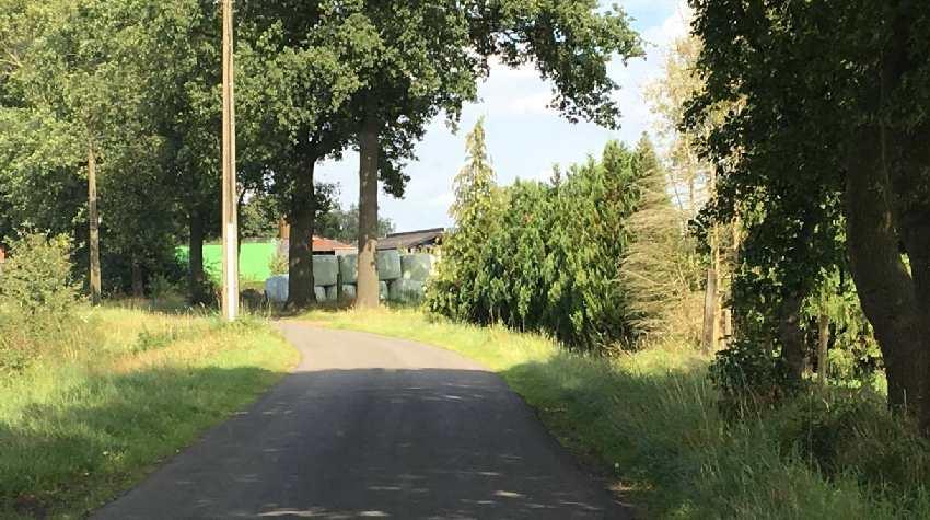 Falsche Umleitung in Tingerlo führt nciht zur Abtei, sondern zu einem abgelegenen Bauernhof