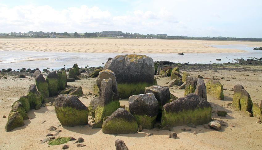 allée couverte in Plouescat im Nordfinistère in der Bretagne