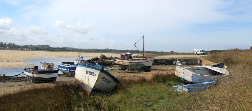 Schiffsfriedhof in der Bretagne in Plouscat