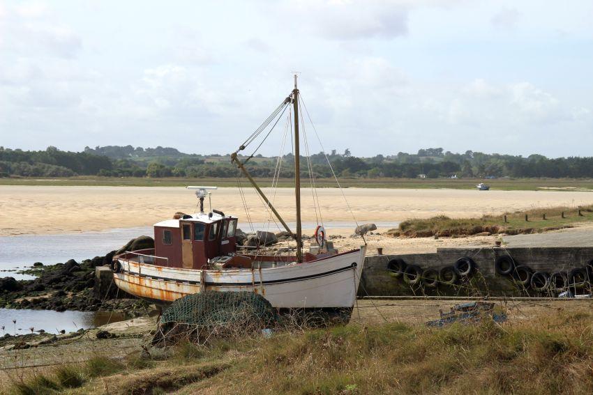 alte Schoffswracks in Plouescat in der Bretagne