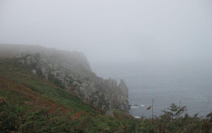 pointe-du-van-nebel-argueveur-steilkueste