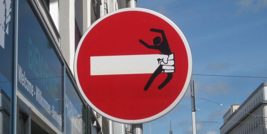 strassenschild-bretagne-argueveur-durchfahrt-verboten-brest