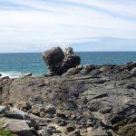 Großer Felsen an der Pointe de la torche im Finistère, Bretagne