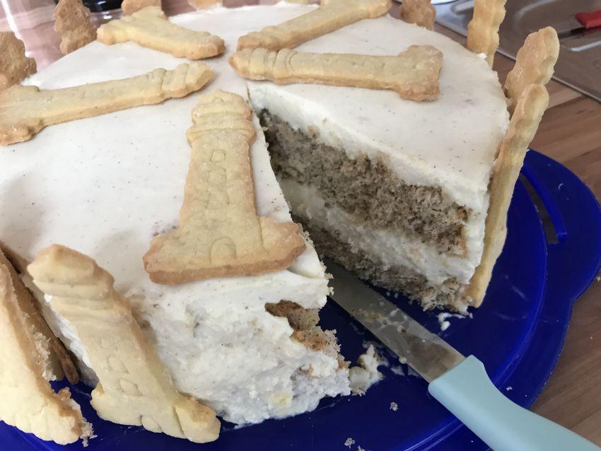 Ztronen-Quark-Torte im Anschnitt
